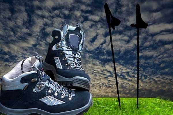 Nordic Walking Stöcke und Schuhe