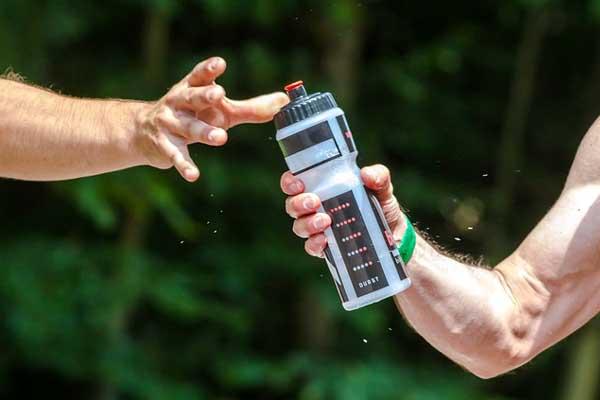 Sport-Trinkflasche für den Durst beim Laufen